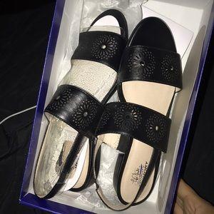 Brand new size 9 cute stylish black flats
